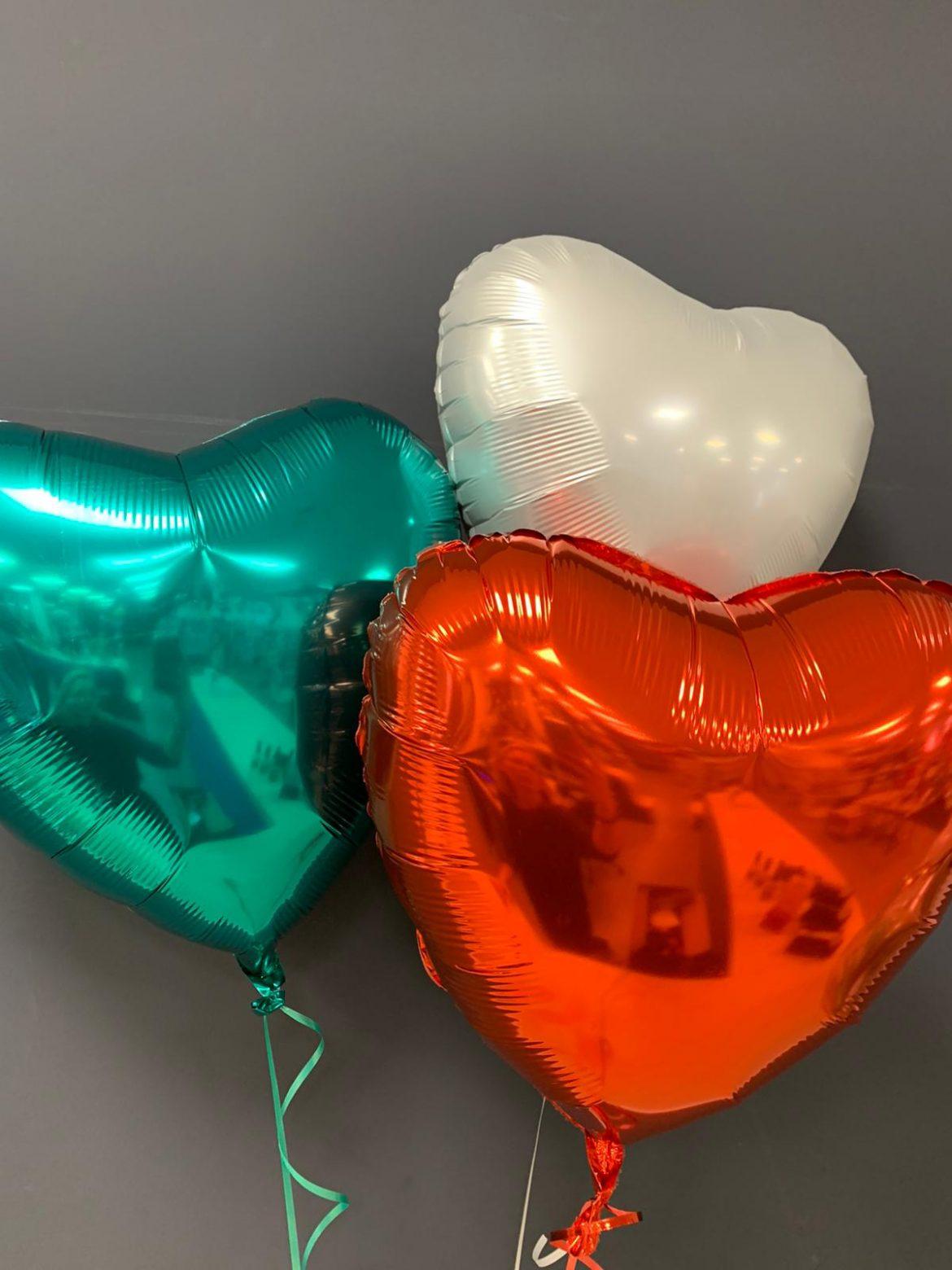 Dekoballons grün, rot, weiße Herzen