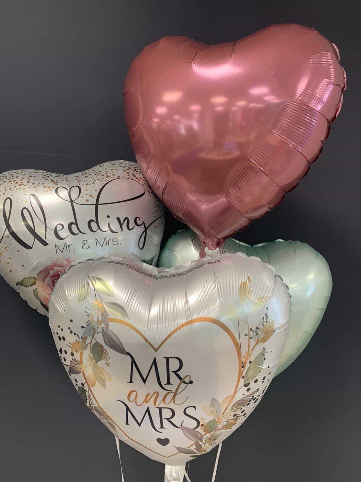 Wedding Mr & Mrs € 5,90 <br> Mr and Mrs € 5,90 <br> Dekoballons € 4,50 1