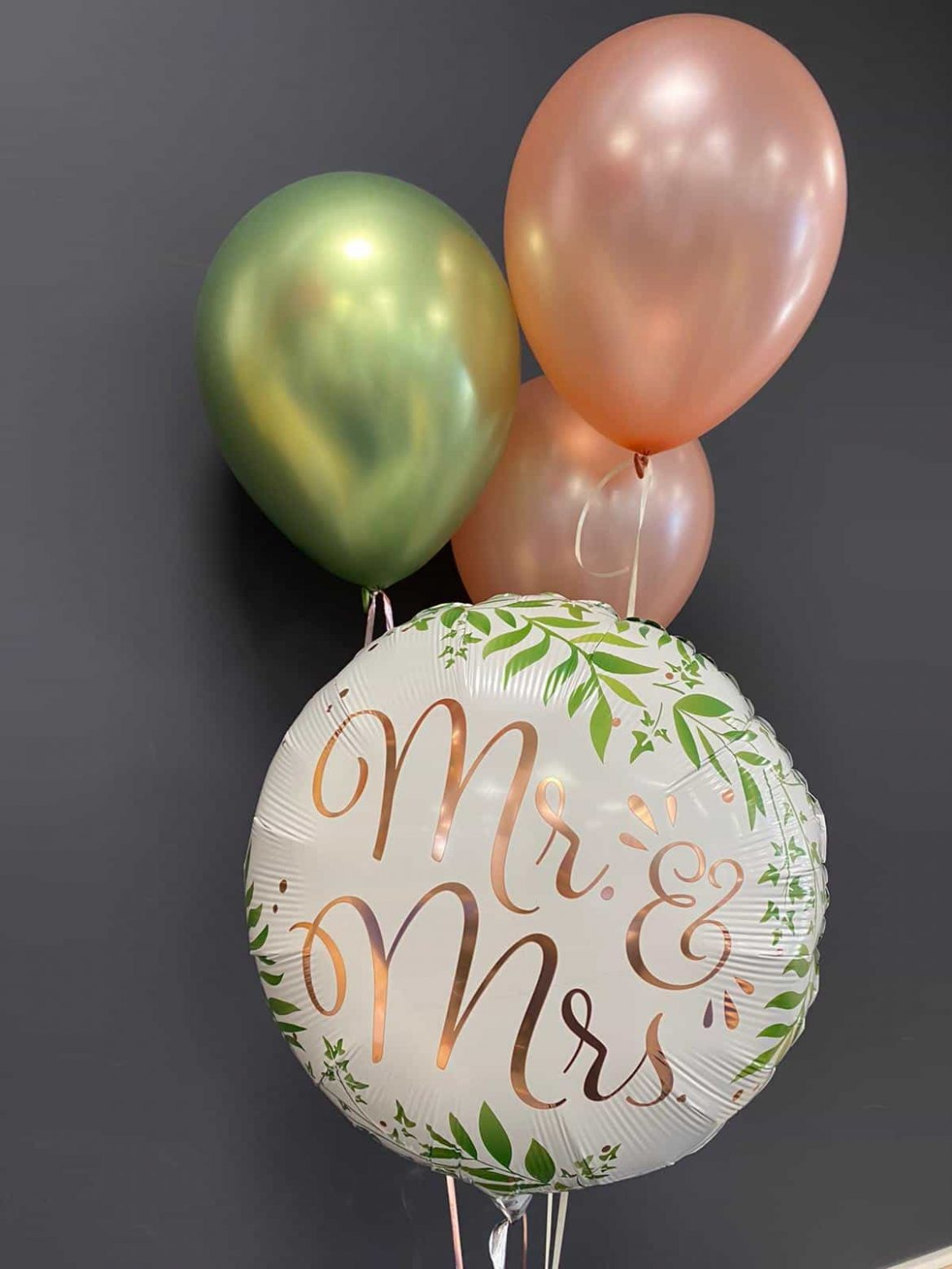 Hochzeitsballons<br>Mr & Mrs Ballon weiß € 5,50<br> Latexballons grün und rosa 1